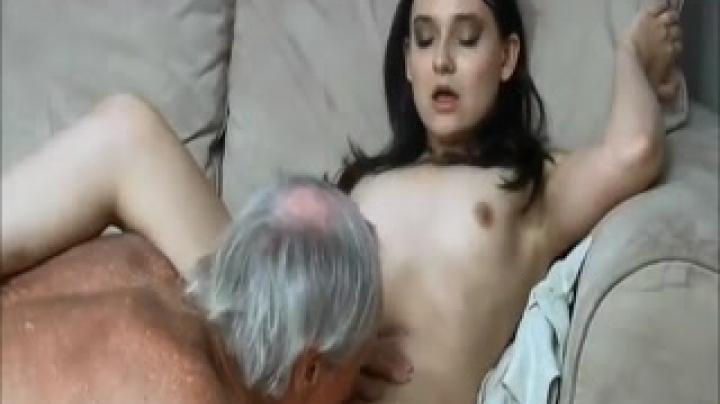 Дед трахнул внучку в узенькую пизду